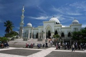 AirAsia Cheap Flight To Makassar - Makassar Great Mosque
