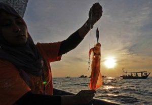 FLIGHT TO KUALA TERENGGANU - Squid Jigging